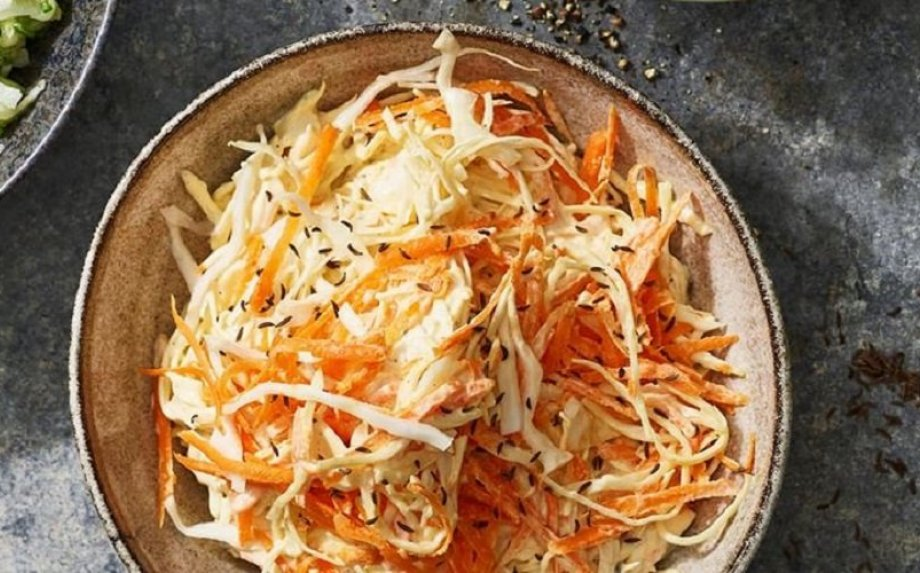 Klasikinės kopūstų salotos Coleslaw