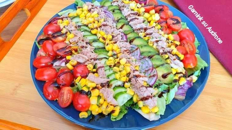 Tuno salotos su gaiviu padažu