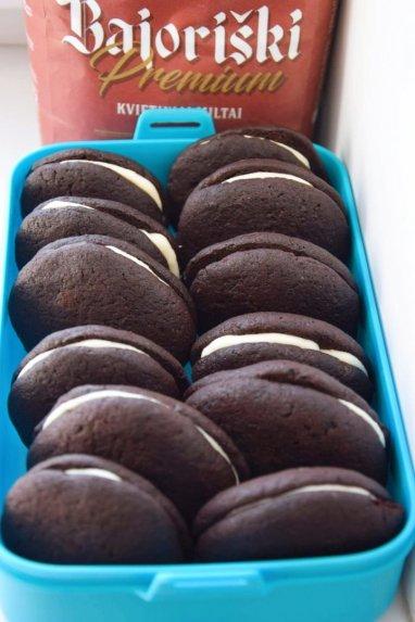Šokoladiniai sausainiai su kreminio sūrelio įdaru