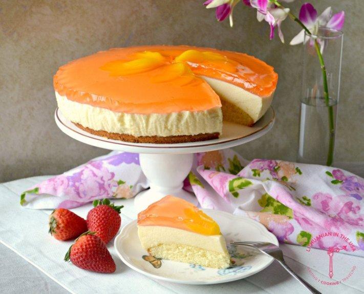 Jogurtinis persikų ir želė tortas