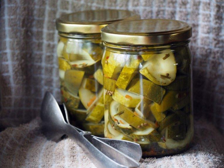 Saldžiarūgščia marinuoti agurkai