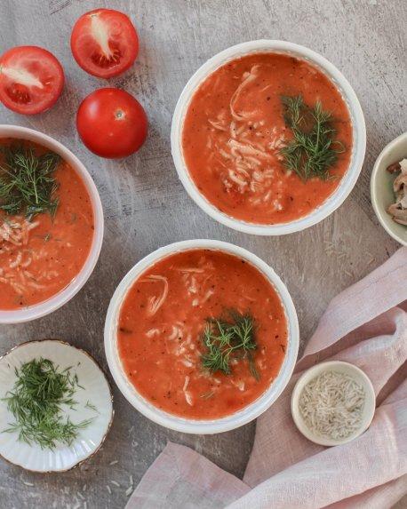 Pomidorų sriuba su ryžiais ir vištiena
