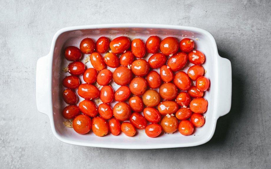 Orkaitėje kepti pomidorai su burrata sūriu