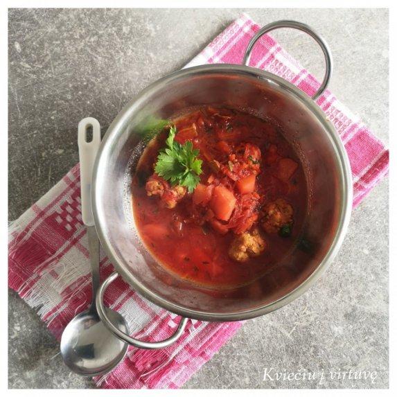 Burokėlių sriuba su pomidorais